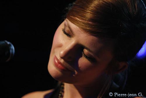 Elodie en concert au réservoir de Paris (12/05/08) - Page 2 2492373442_079edc5e0d