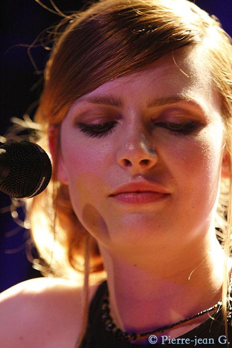 Elodie en concert au réservoir de Paris (12/05/08) - Page 2 2491552813_46c82a99ab_o