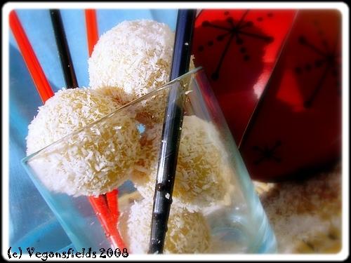 Boules de coco fourrées... (VGL) 2226662226_da32691419_o