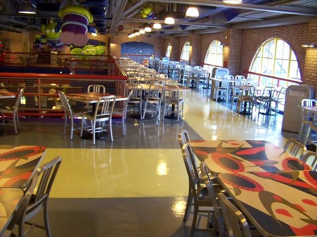Buzz Lightyear's Pizza Planet Restaurant est désormais un buffet à volonté ! - Page 16 4202939228_af7d1f6cf3_z