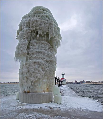 Un phare recouvert de glace transformé en oeuvre d'art naturelle 4205581762_e723c35e74