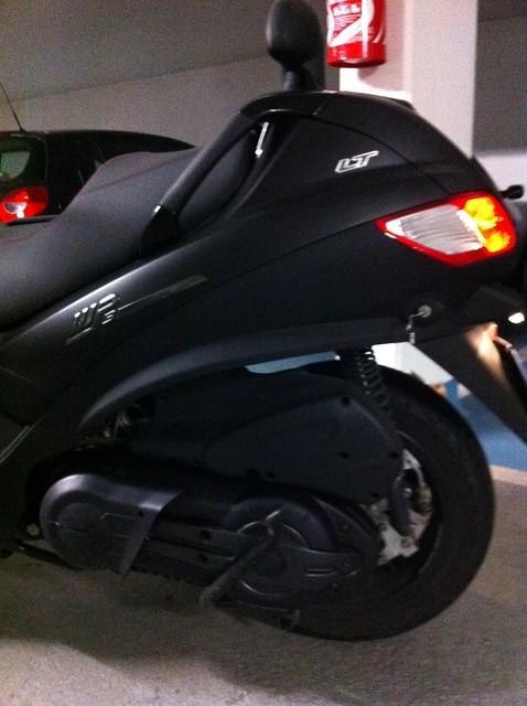 Le MP3 400 LT Sport noir mat de jerome_bachata 5803926193_3e1bfec55d_z