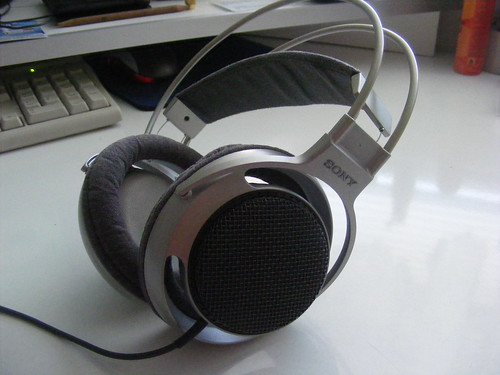 Sony MDR-F1 4057948743_f83ccaa1cd