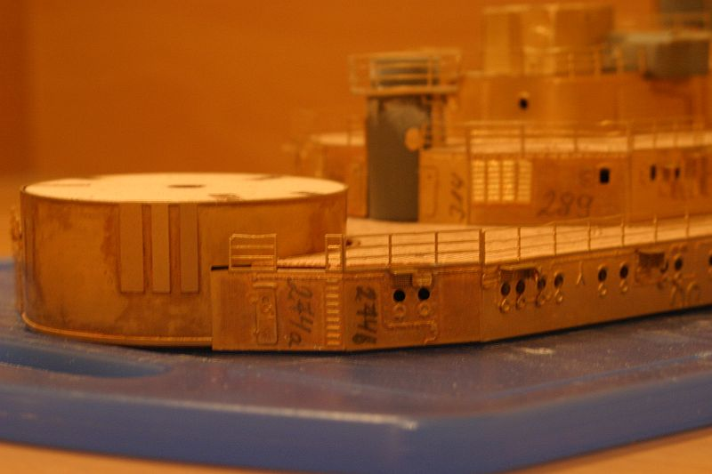 Chris' Schlachtschiff Bismarck von Amati 1/200 4208725433_966bb81766_o