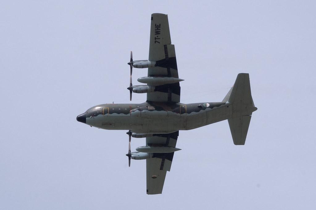 طائرة النقل سى-130 هرقل  CC-130 Hercules - صفحة 2 4107387240_1fb3a1e9ca_b