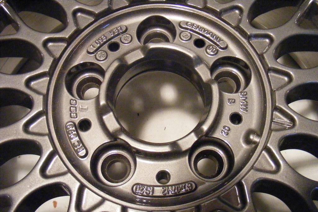 [BMW 330 da E46] Nouvelles roulettes 4128072944_e62fa81906_b