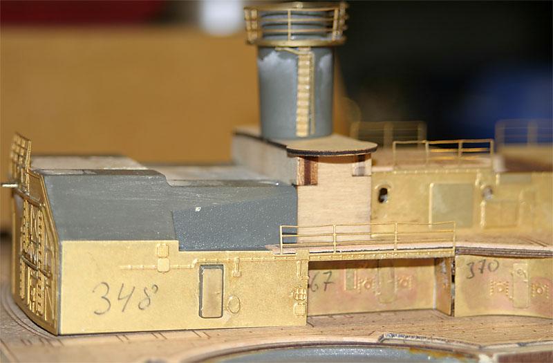 Chris' Schlachtschiff Bismarck von Amati 1/200 4154043100_73890273be_o