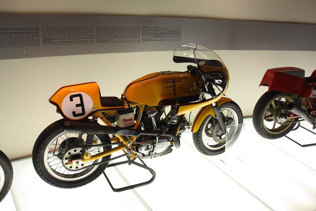 Machines de courses ( Race bikes ) - Page 4 4333827751_615d529ece_b