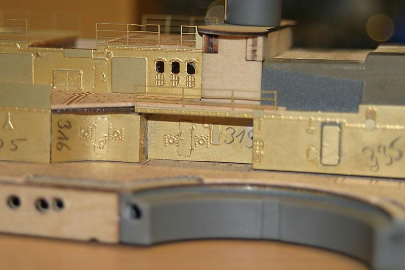 Chris' Schlachtschiff Bismarck von Amati 1/200 4154042874_fa665ab39d_o