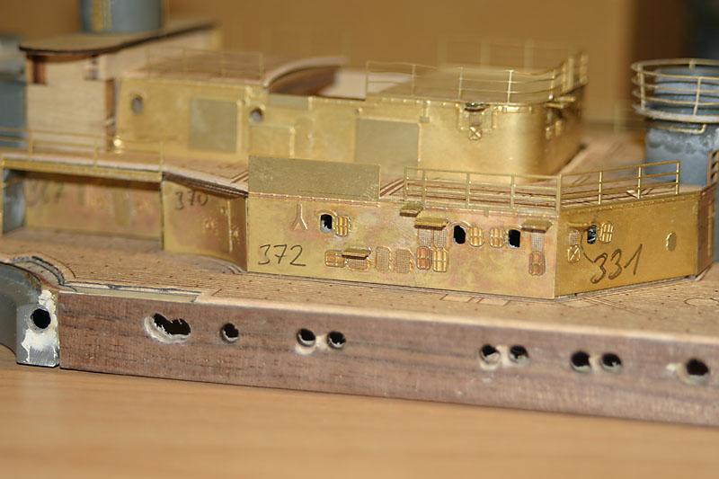 Chris' Schlachtschiff Bismarck von Amati 1/200 4154042970_82bac66c3c_o