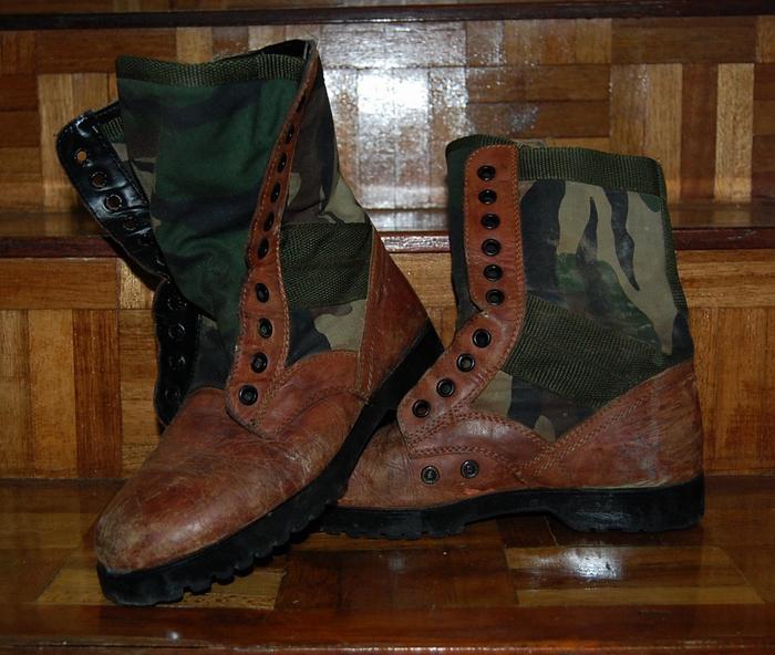 Bilik barang military totis 4251334430_db80856e20_o