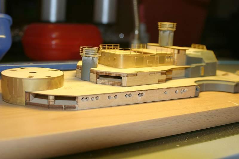 Chris' Schlachtschiff Bismarck von Amati 1/200 4139516628_e9155b201a_o