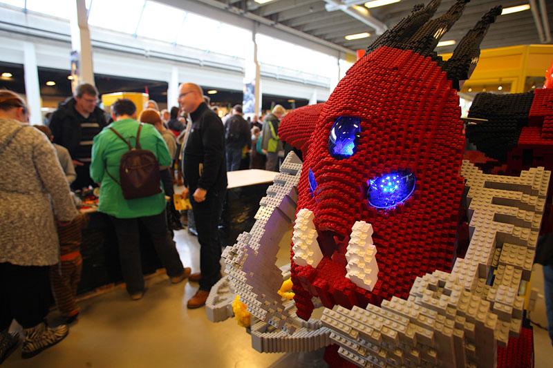 [Lego] Les sculptures en briques ! - Page 2 4397893767_ec085d3bdc_o