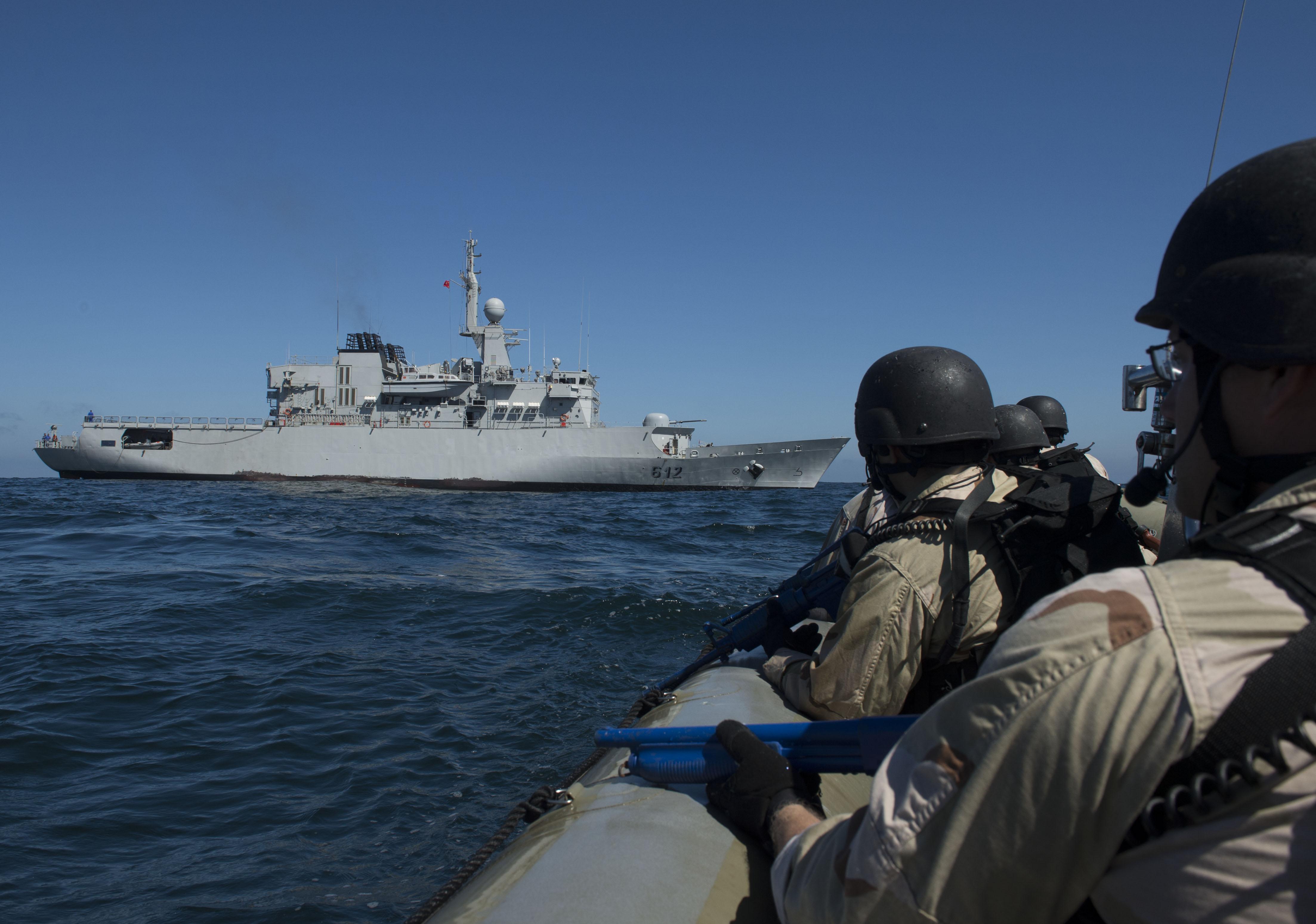 PASSEX 2014-3 : USS Simpson ( FFG56 ) et RMN Hassan II ( 612 ) 12990020625_c0aee5ea34_o