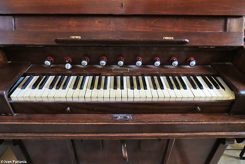 French harmonium to be identified 9036063580_51fc89d3cc_c