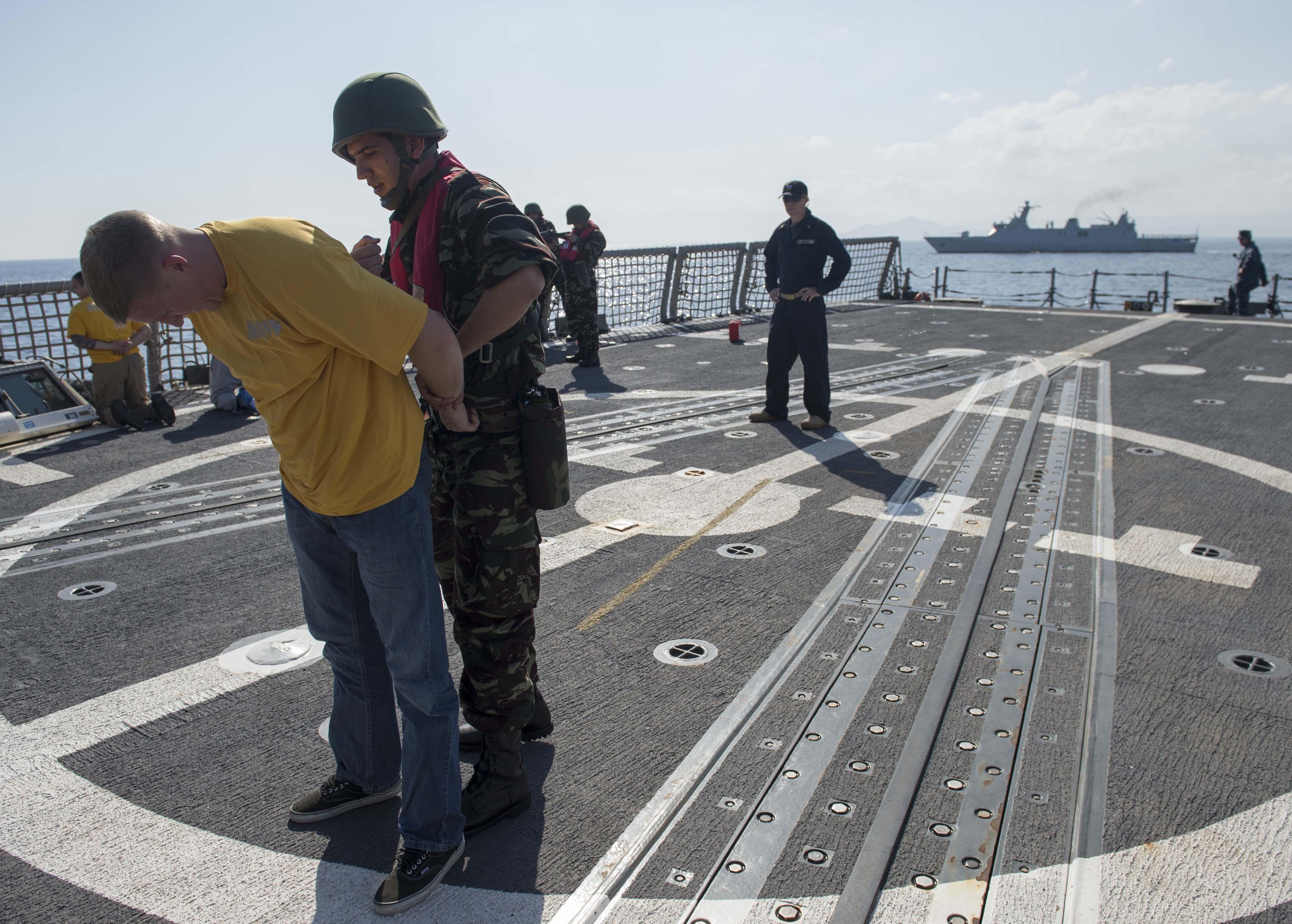 PASSEX 2014-1 ( USS Elrod (FFG55) et RMN Allal Ben Abdellah (615) ) 12363700495_80982577b1_o
