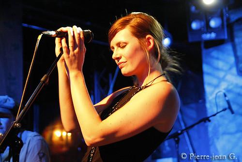 Elodie en concert au réservoir de Paris (12/05/08) - Page 2 2491552997_d5e1627323