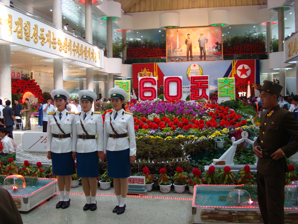 Pyongyang Traffic Girls at the Mall 2942505058_b62a6aa97b_b