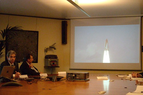 STS-122 - Réunion Postflight avec la Presse par Leopold Eyharts et Michel Tognini 2966612457_a081286274
