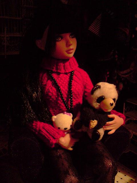 CharlIE :)) dans un beau pull rouge tricoté par Nadine :) Page 2 et 3 :) 2375225598_864354c6a8_o