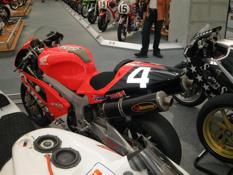 motogp135mediumbl7