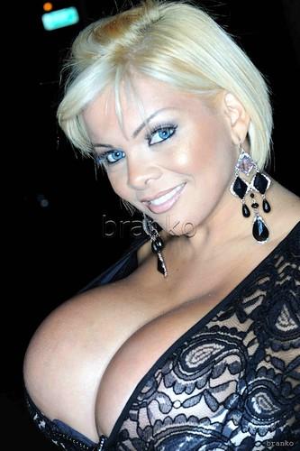 mulheres da largos peitos ...  2968870698_018570eea8