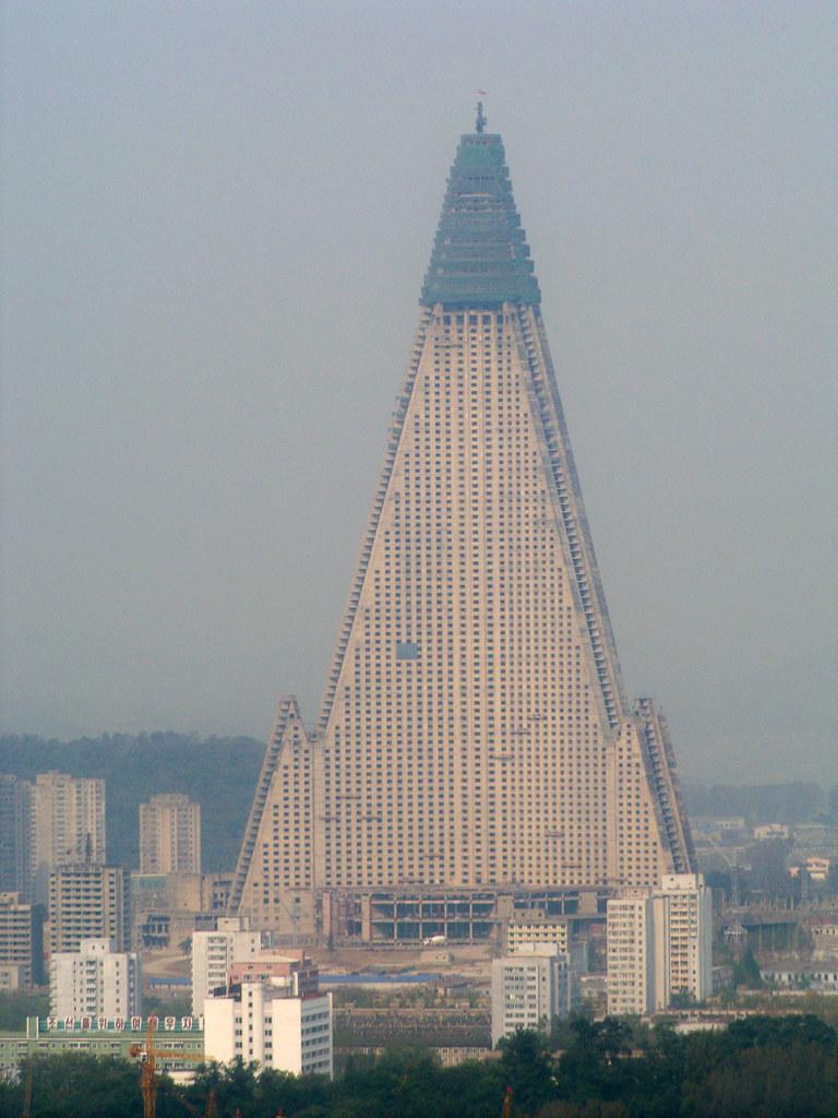 Ryugyong hotel construction resumes after 16 year hiatus 2945631278_e5dc9ed84b_b