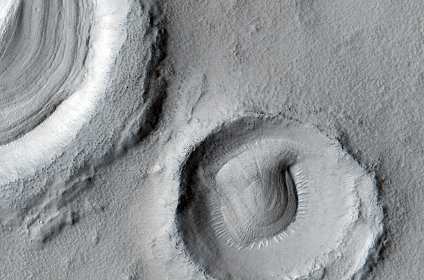 MARS MRO / FRACTURED HILLS