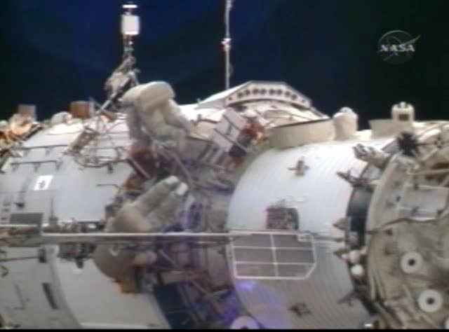 Sortie dans l'espace (EVA du 23 décembre 2008) 3130968760_3a11fe4979_o