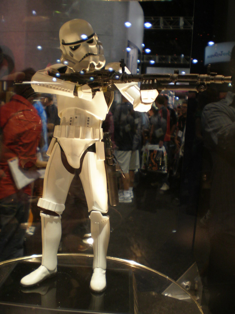 Gentle Giant - Stormtrooper Statue - Page 2 2698463745_a0e46d1b26_b