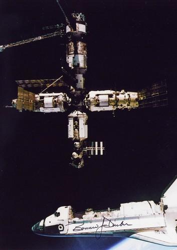 STS-71 / GIBSON PRECOURT BAKER HARBAUGH DUNBAR SOLOVIEV BUDARIN / ATLANTIS / DEJOUROV STREKALOV THAGARD