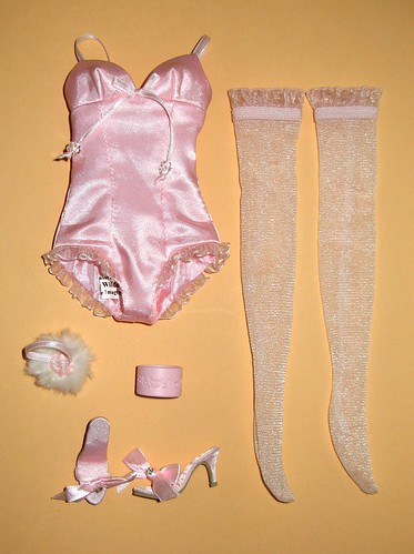 ELLOWYNE WILDE WIGGED OUT stock outfit