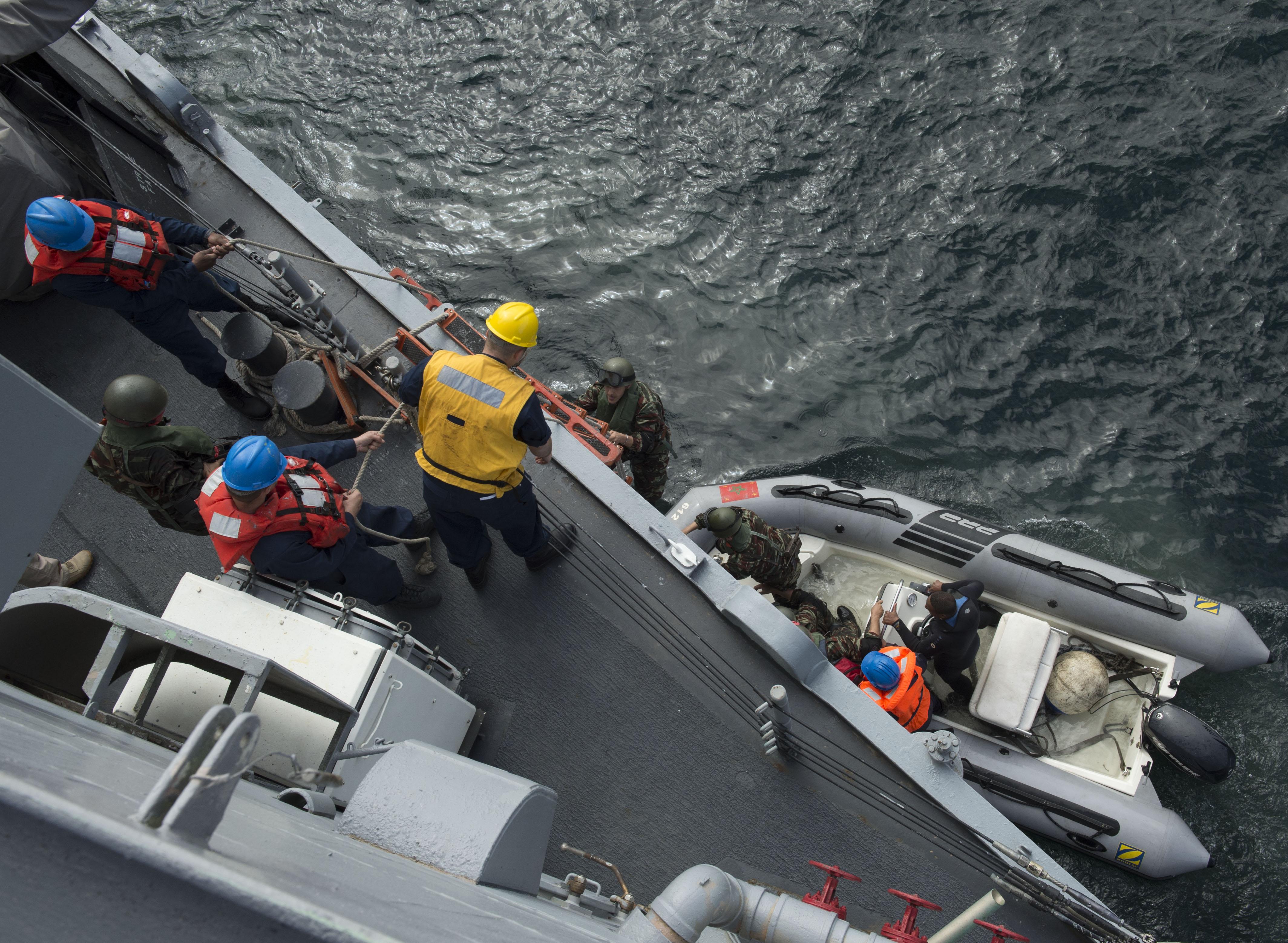PASSEX 2014-3 : USS Simpson ( FFG56 ) et RMN Hassan II ( 612 ) 12990030885_18a95d8b9d_o