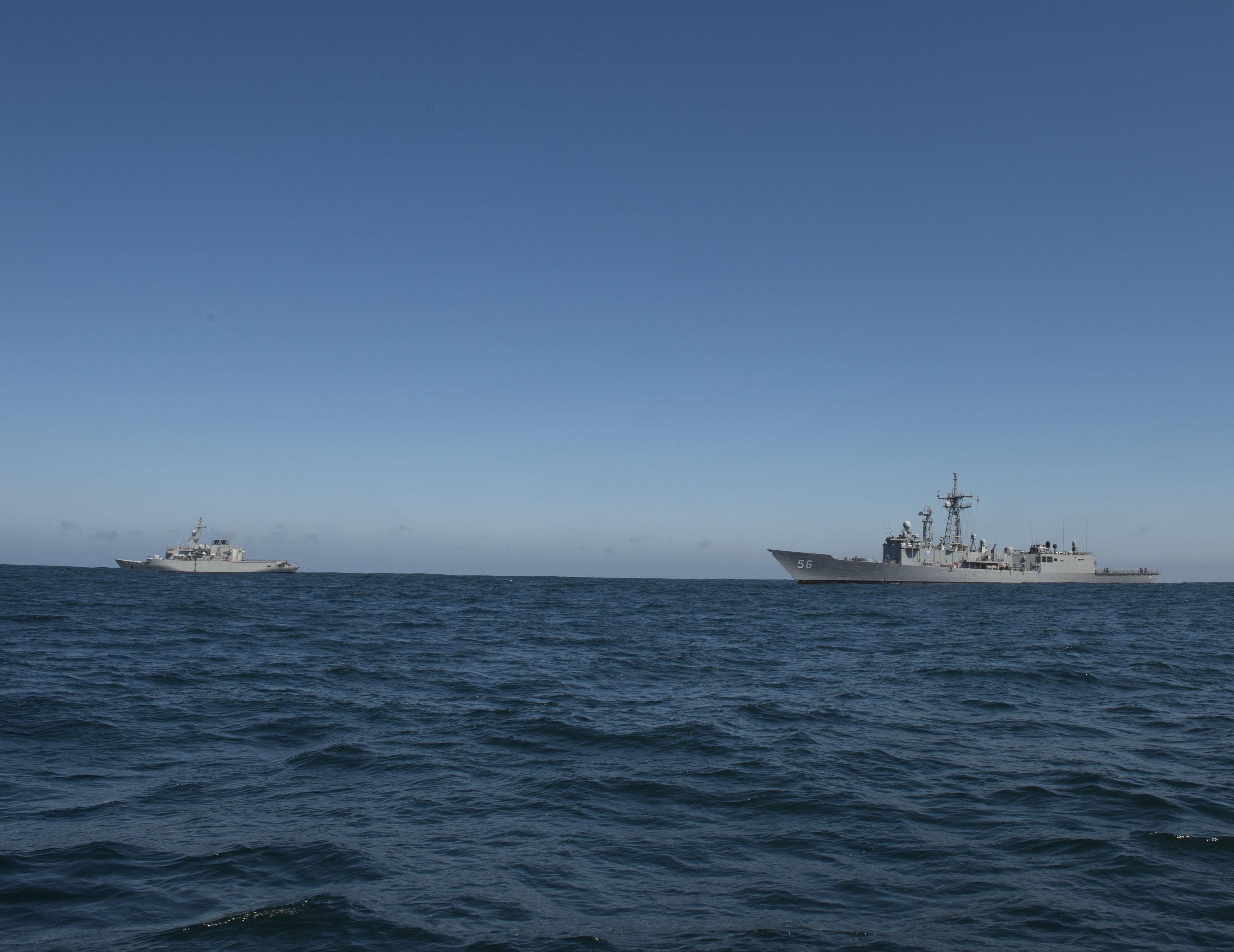 PASSEX 2014-3 : USS Simpson ( FFG56 ) et RMN Hassan II ( 612 ) 12990418494_1af317de44_o