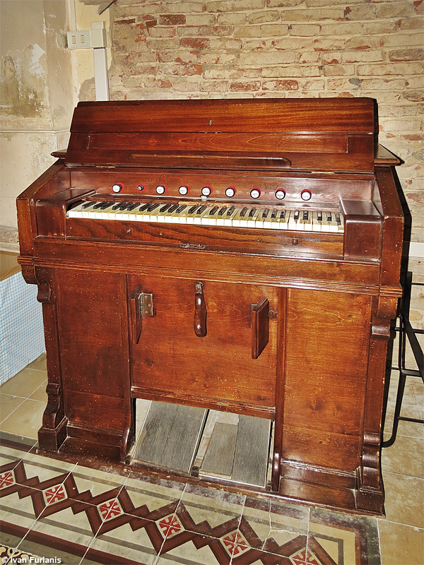 French harmonium to be identified 9033836035_f72650a794_c