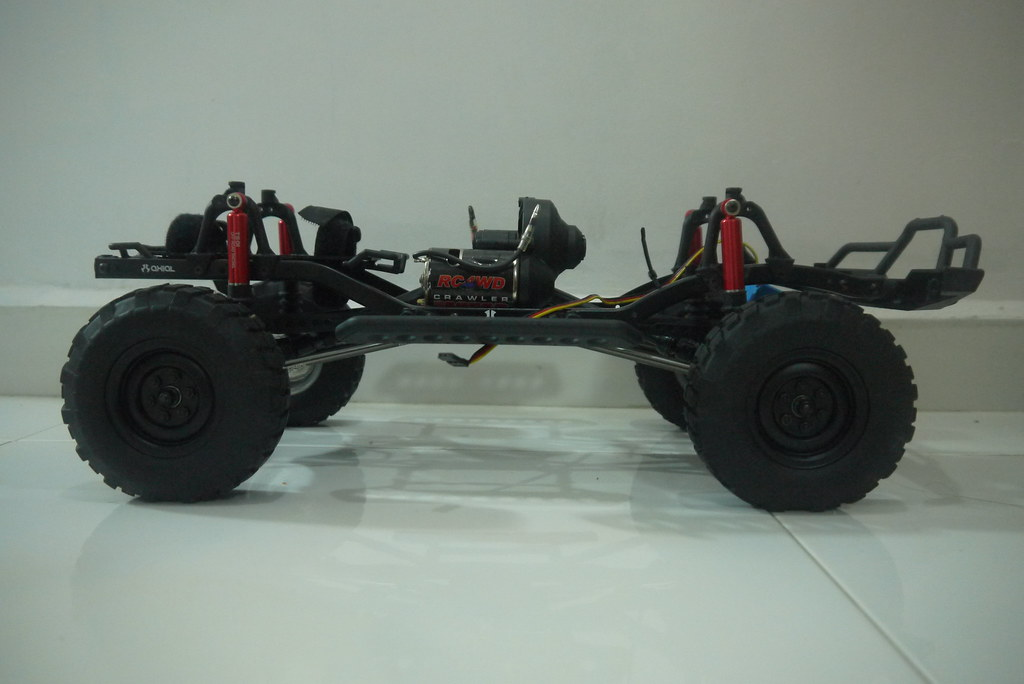 land - Babyboy's Land Rover Defender D90 on Axial SCX10 9348699595_691db2c0cb_b