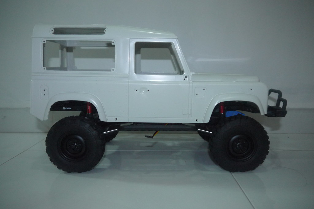land - Babyboy's Land Rover Defender D90 on Axial SCX10 9348699429_3a500a88dc_b