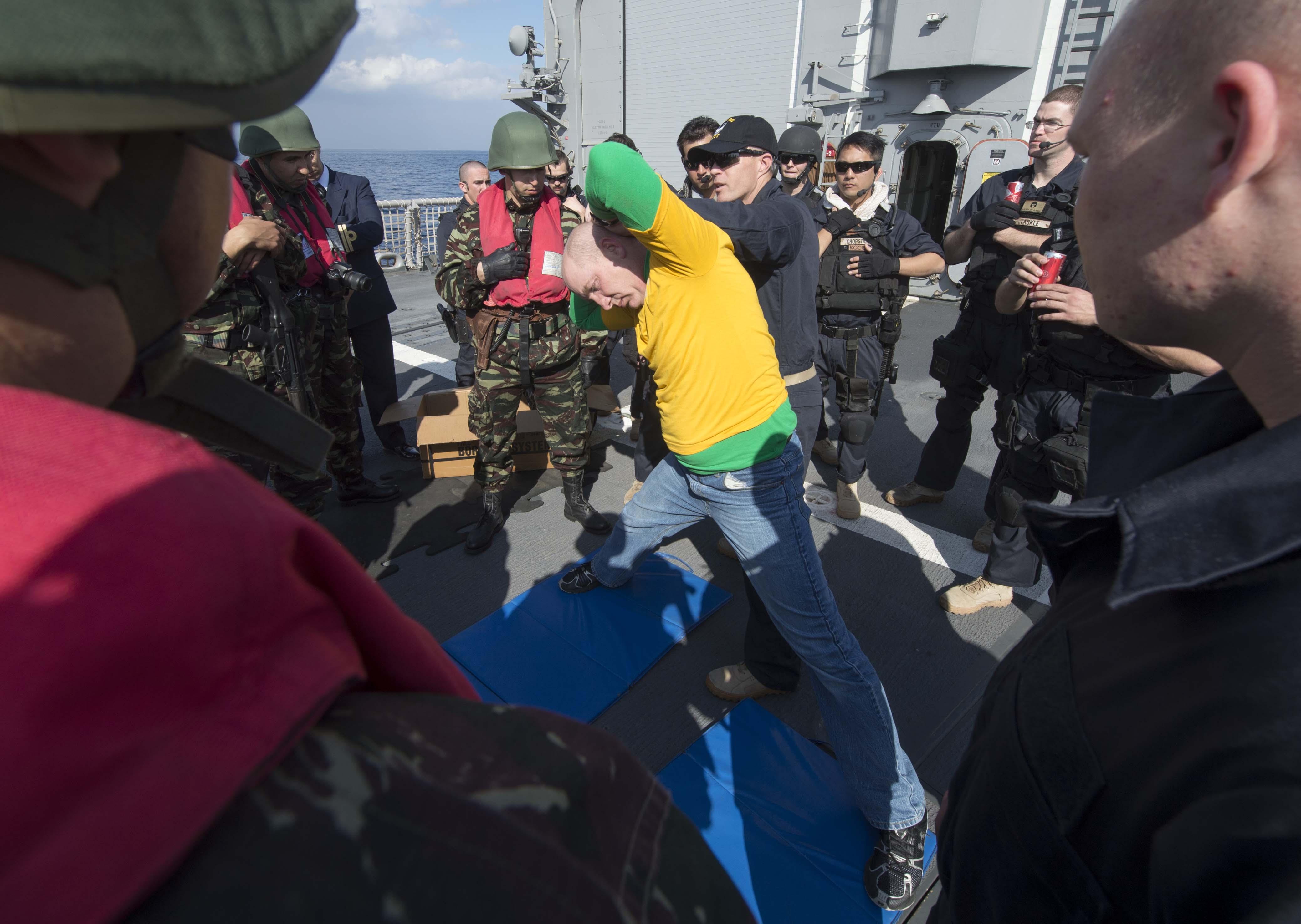 PASSEX 2014-1 ( USS Elrod (FFG55) et RMN Allal Ben Abdellah (615) ) 12363879273_a9ac44c116_o