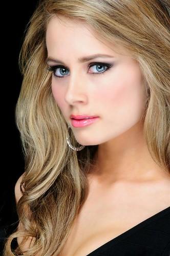 Miss Wyoming USA 2010 - Claire Schreiner 4352173998_f1f2c98978