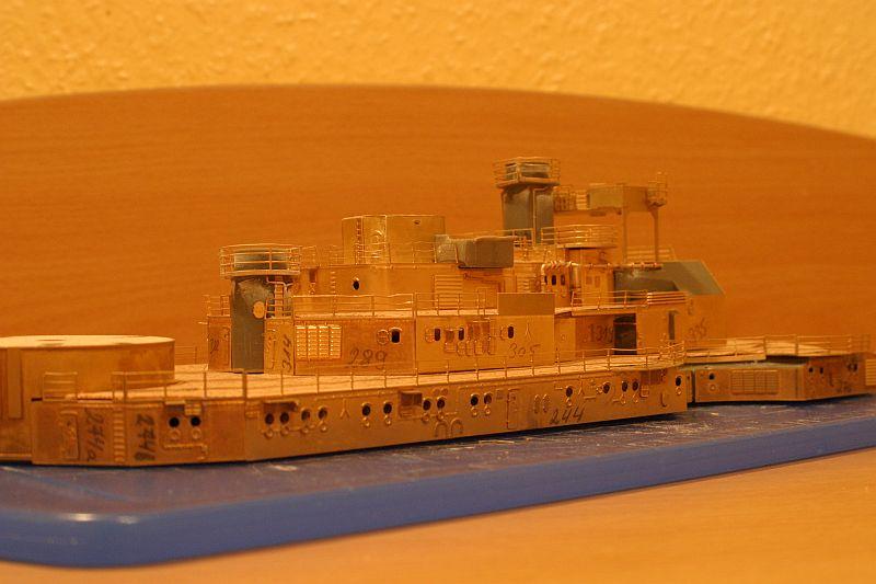 Chris' Schlachtschiff Bismarck von Amati 1/200 4208725321_e5788e5503_o