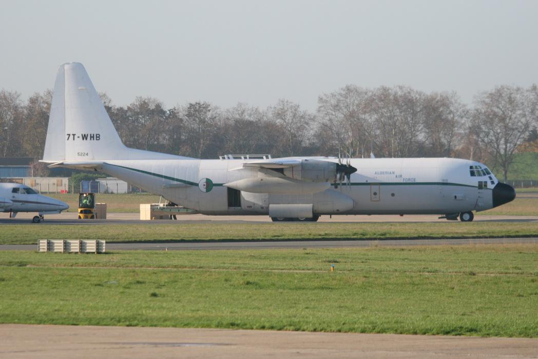 طائرة النقل سى-130 هرقل  CC-130 Hercules - صفحة 2 4176845296_25cae9041c_o