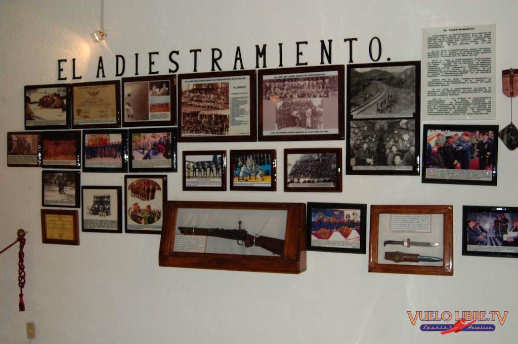 Museo de la Brigada de Fusileros Paracaidistas (Fotos) 4743591122_54bb7230cc_o