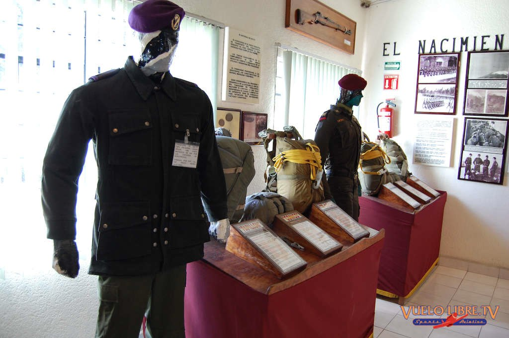 Museo de la Brigada de Fusileros Paracaidistas (Fotos) 4742945371_1998335709_o