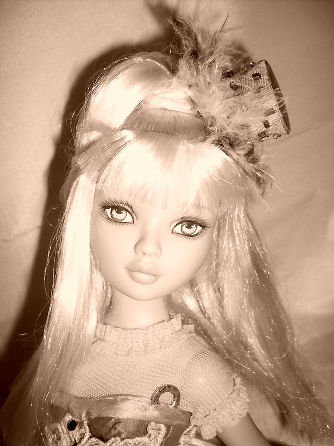 Penny - Pénélope LANE - arrive à la maison (Pale Memories) 4880675232_e7968f2ed8_o