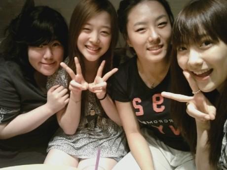 [05.07.2010][NEWS] Bức ảnh mới của Sulli và Jiyoung thu hút sự chú ý của cư dân mạng  4763204974_da7d1ba44c