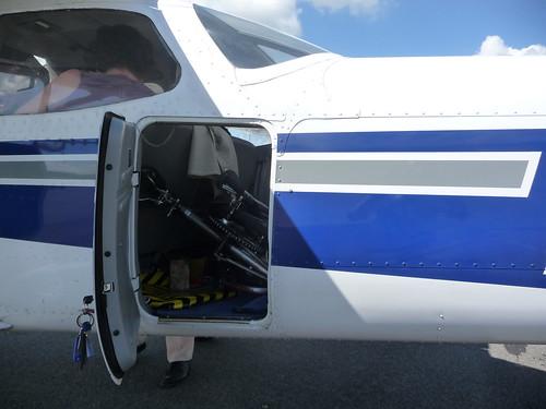 Vélo pliant et avion 4837311736_6bcdf0667e