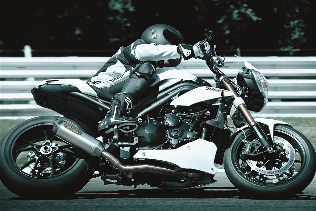 Triumph 1050 Speed triple  - Page 2 5054933738_5a0a27bef0_b