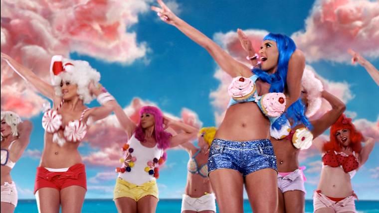 Single » California Gurls (Info/Chart/Ventas/Video)  [#1USA, #1UK, #1WW] [+5.7m descargas USA] 4755659584_5fe22ec00c_b