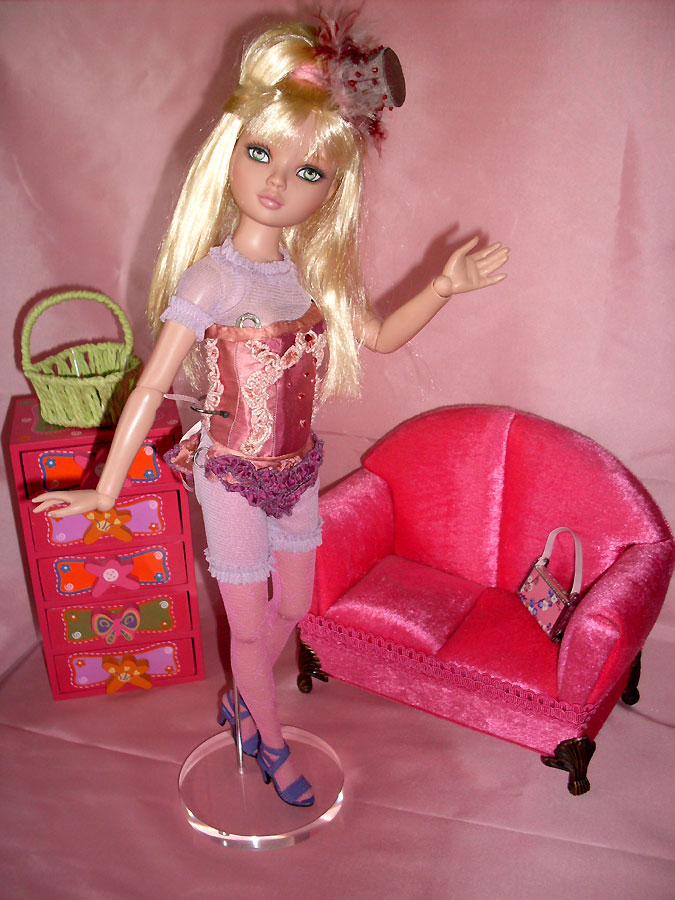 Penny - Pénélope LANE - arrive à la maison (Pale Memories) 4880050555_d553480bf4_o