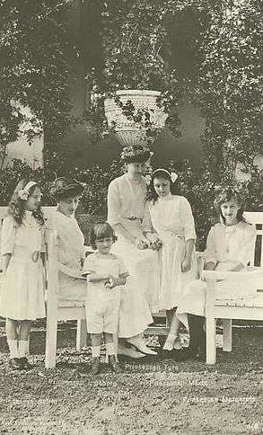 King Leopold III (1901-1983), Queen Astrid (1905-1935) and Princess Lilian (1916-2002) - Page 2 5209653366_316d326e0e